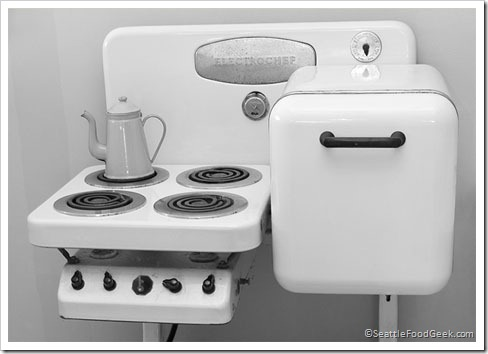 vintage-stove-fridge-combination[1] I just came across this Electrochef